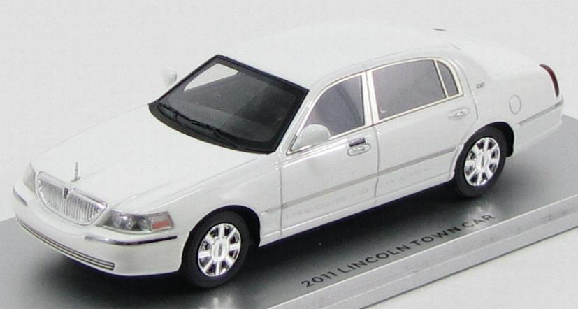 Lincoln Town Car 2012 (Vibrant White)