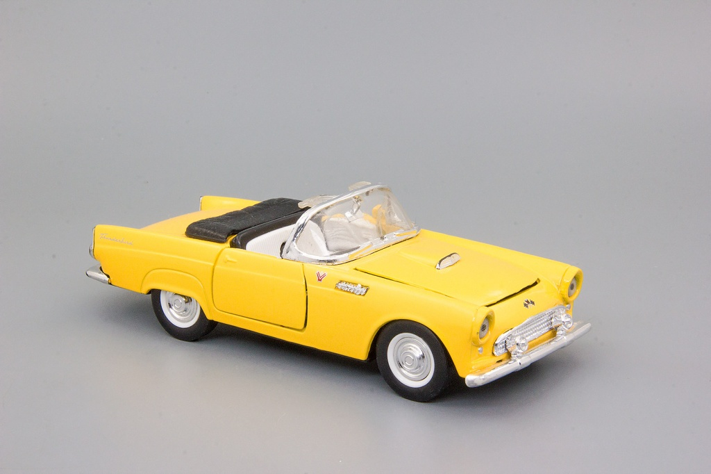 Ford Thunderbird (1955) yellow