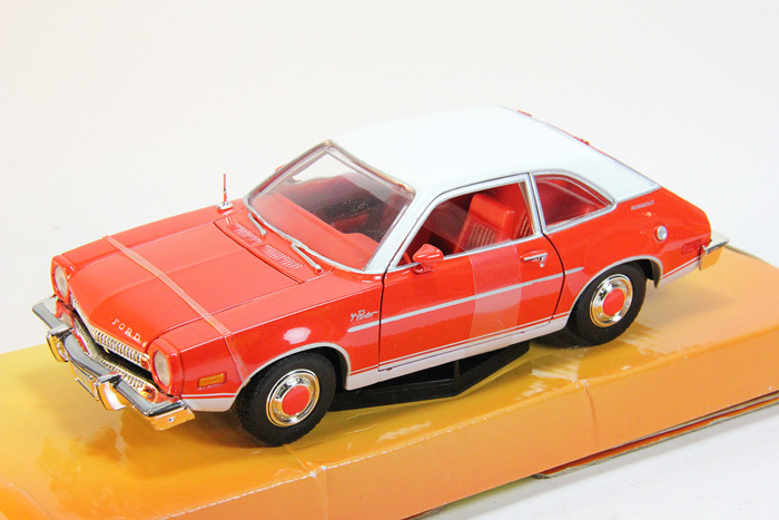 Ford Pinto (1974) red/white