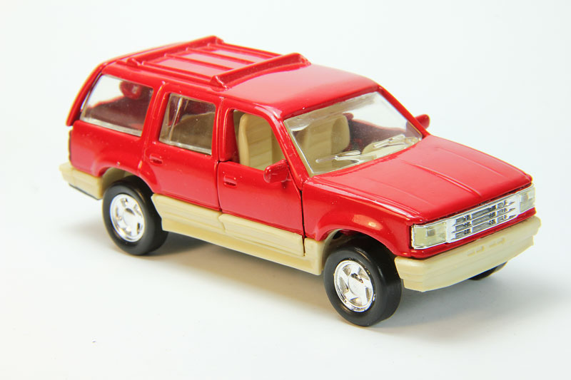Ford Explorer (red)