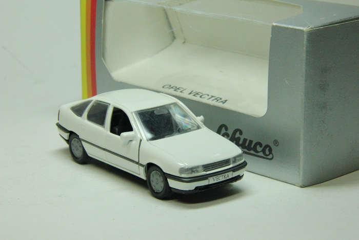 Opel Vectra hachback (white)
