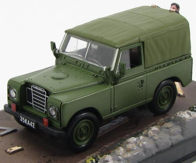 "LAND ROVER 88 séries III ""The Living Daylights"" 1987 Green"