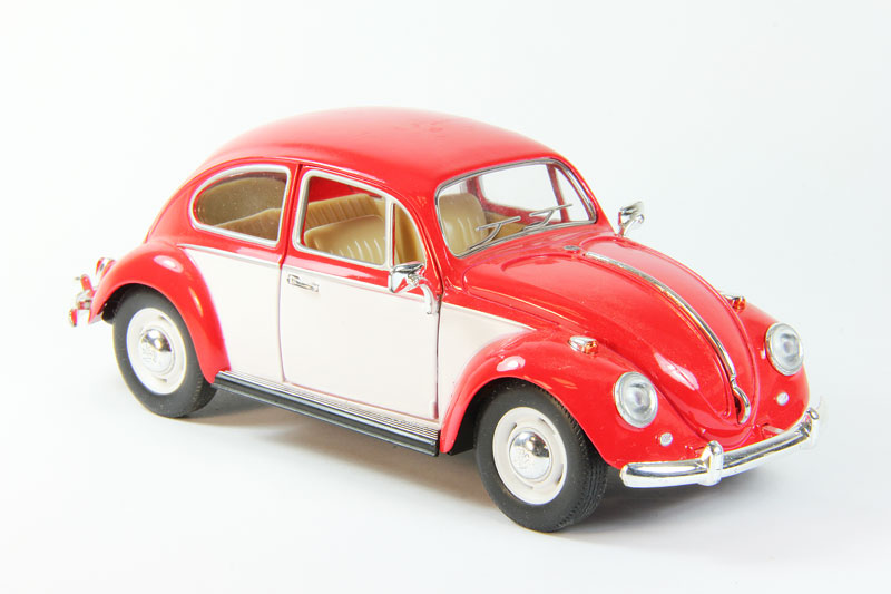 Volkswagen Classical Beetle (red/white)