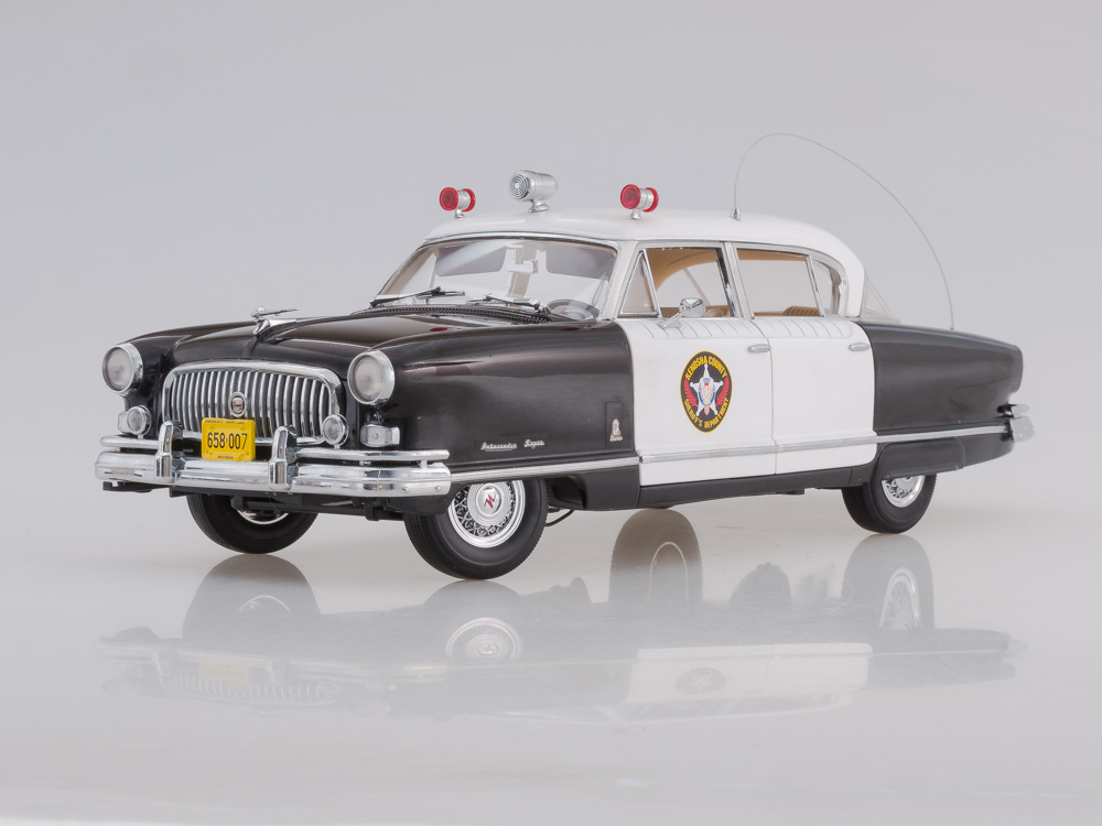 Nash Ambassador Airflyte Police Car (White/Black) 1952