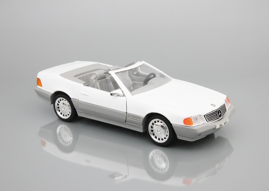 Mercedes-Benz 500 SL (white)