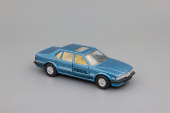 BMW 750iL (e32) blue