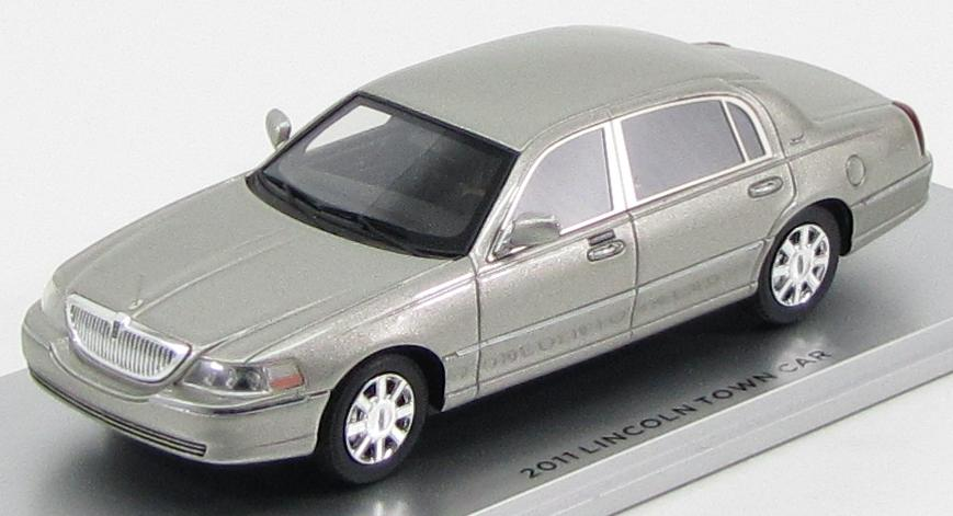 Lincoln Town Car 2012 (Silver Birch Metallic)