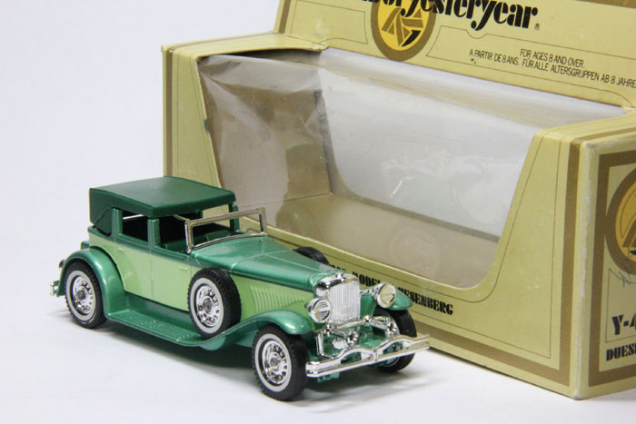 "Duesenberg Model ""J"" (1930) green/cream"