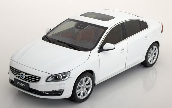 Volvo S60 2015 (crystal white pearl)