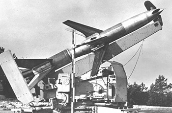Сборная модель German Rheinmetall 'Rheintochter' R-2 anti-aircraft missiles and launcher