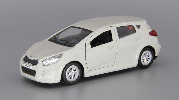 KIA Ceed, light grey