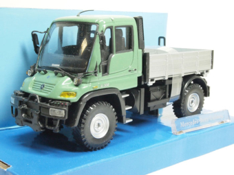 Mercedes-Benz Unimog (U300) green