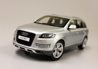 Audi Q7 Facelift 2011 (ice silver)